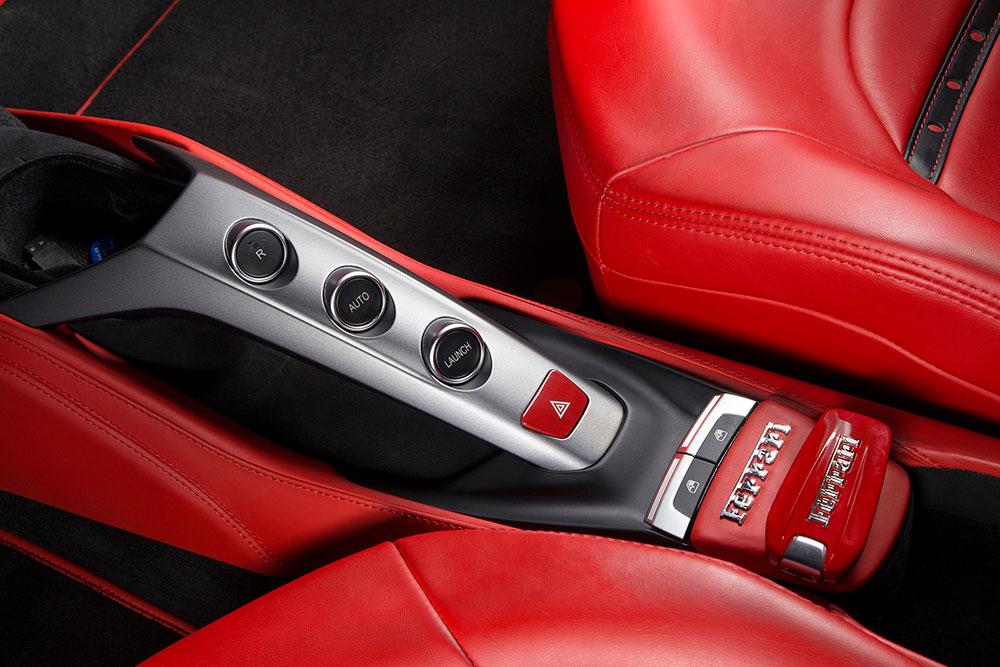 dịch vụ chụp ảnh quảng cáo thương hiệu xe Ferrari